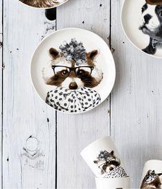 Para la comida, las cosas pequeñas, decoración ... Seguro de si la tostada del desayuno se sirve en uno de estos platos como el del mapache con gafas, los peques se lo comen un poco más rápido