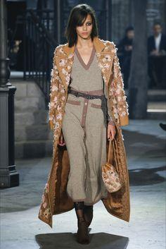Sfilata Chanel Roma - Pre-Collezioni Autunno-Inverno 2016-17 - Vogue