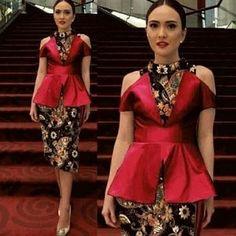 Setelan Baju Kebaya Lengan Buntung dan Rok Pendek Wanita Motif Batik Model Terbaru Model Dress Batik, Batik Dress, Kebaya Dress, Batik Kebaya, Dress Batik Kombinasi, Modern Kebaya, Myanmar Dress Design, Batik Couple, Blouse Batik
