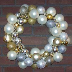 bulb ornament Christmas wreath mini tutorial - See more stunning DIY Chrsitmas Wreath ideas at DIYChristmasDecorations.net!