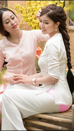 Best cucumber face mask - You should apply right now - TheBestnChic Ao Dai, Vietnamese Dress, Indian Beauty Saree, Vietnam Girl, Beautiful Asian Women, Asian Woman, Traditional Dresses, Asian Beauty, Beauty Women