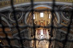 L'intérieur de la Basilique Saint Pierre vue depuis la Coupole à Rome