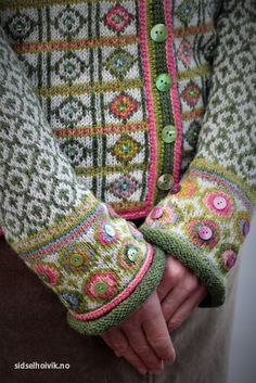 Hippie kofte / Hippie Jacket Design&Photo: Sidsel J. Høivik / sidselhoivik.no Pattern in my webshop sidselhoivik.no Yarnkit in English, Dutch and Norwegian We ship to Europe, USA, Canada, Australia and New Zealand