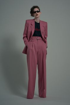Women S Fashion Over 50 Online Fashion Over 50, Pink Fashion, Fashion 2020, Love Fashion, Fashion Show, Vintage Fashion, Fashion Looks, Fashion Design, Prom Suit Girl