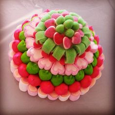 Tarta de Chuches en rosa y verde Candy Pop, Candy Party, Ice Cream Taco, Candy Kabobs, Brownie Pops, Bar A Bonbon, Snoopy Party, Candy Flowers, Sweet Bar