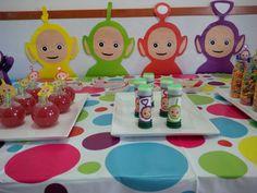 לטולי המתוקה שלנו בת שנתיים הכנו שולחן צבעוני במיוחד עם הדמויות של הטלטאביז השמחות יצא צבעוניובעיקרשמח קבצים להדפסה למי שצריך למטה: קבצים להדפסה: בועותסבון-עטיפה לבועות סבון a3-purple-טאבי-סגול גדול a3-green-טאבי ירוק גדול a3-yellow-טאבי צהוב גדול a3-red-טאבי אדום גדול