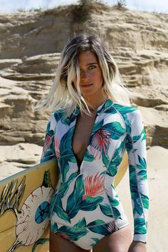 Vogue Espania showing us surfer hair. & that cool suit their wearing (Fotografía: Modelo: Revealing Swimsuits, Cute Swimsuits, Surf Mode, Surfergirl Style, Surf Hair, Long Sleeve Bikini, Surf Style, Surf Girls, Trendy Plus Size