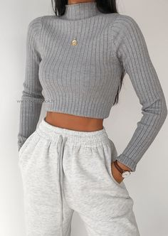 trendy outfits for school / trendy outfits ; trendy outfits for school ; trendy outfits for summer ; trendy outfits for women ; Teen Fashion Outfits, Mode Outfits, Look Fashion, Retro Fashion, Fall Fashion, Fashion Styles, Fashion Tips, Fashion Women, Fashion Clothes
