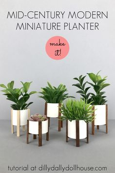 This modern dollhouse miniature planter is very easy to make! Most likely you already have the materials around the house - just cardstock and wood sticks! Dollhouse Miniature Tutorials, Diy Dollhouse, Dollhouse Miniatures, Victorian Dollhouse, Miniature Dolls, Barbie Furniture Tutorial, Diy Barbie Furniture, Doll House Crafts, Doll Houses