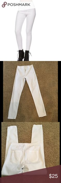 BULLHEAD Uber High rise skinniest Sz 9 Super Flattering high rise in white denim perfect fit the coming season in great condition no stains no rips Bullhead Jeans Skinny