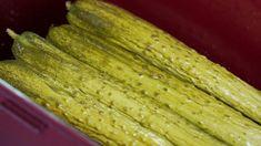 아작함 그대로~ 전통 오이지 담그는법! 아작아작 씹히는 맛이 참 좋은 옛 방식 오이지 담그는 방법이에요. 담그는 방법도 간단해서 누구나 실패 없이 쉽게 담궈 먹을 수 있는데요. 시원한 물에 오이지를 동동 띄.. Pickles, Cucumber, Vegetables, Food, Vegetable Recipes, Eten, Pickle, Veggie Food, Pickling