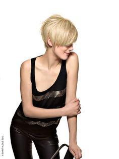 ✽ Éclectique ✽ Une coupe boule revisitée, tout en douceur avec un blond très clair, Effet Smoky ! #saintalgue #collection #eclectique #femme #cheveux #coupe #hair #naturelle #coiffure