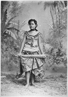 Samoan Women Warrior With Her War Club And Her Malu Photo by Samoan People, Maori People, Samoan Women, Angelic Symbols, Coloured People, Polynesian Culture, Samoan Tattoo, Polynesian Tattoos, Marquise