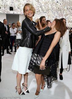 ennifer Lawrence e Emma Watson foram ao desfile de moda de Christian Dior, realizado durante a Paris Fashion Week - Haute Couture Outono / Inverno 2014-2015 na segunda-feira (7 de julho), em Paris, na França.