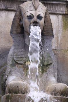 BLEEEUUUUUGHRRGHUUUUGUUHBL  BWAAHAAHAAHAA. I think I saw this fountain in paris....