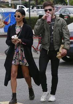 Look de street style de Zac Efron e a namorada Sami Miró.