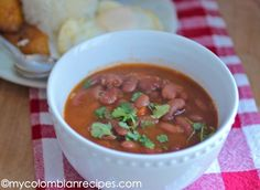 Frijoles Rojos Colombianos (Colombian-Style Red Beans) (recommended served with rice, a fried egg and fried plantains) Cuban Red Beans Recipe, Dry Beans Recipe, My Colombian Recipes, Beans In Crockpot, Colombian Food, Cuban Recipes, Vegetarian Recipes, Cooking Recipes, Vegetarian