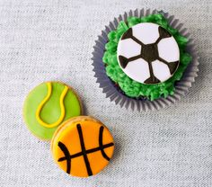How to make fondant basketball, tennis, & soccer ball cupcakes • CakeJournal.com