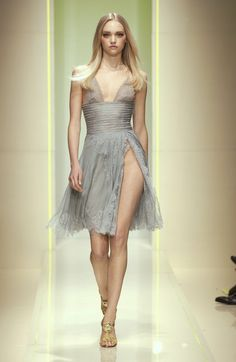 Versace Fall 2005 Runway Pictures - Livingly