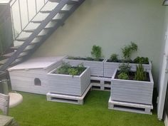 Design, construction and Assembly of a terrace - garden using as material base recycled pallets. Installation of the flower box automatic irrigation system.Placement of artificial grass.