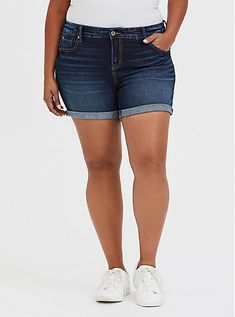 The Midi Short is the perfect length for those leg-baring occasions and sits high on the comfort meter.Our Vintage Stretch has the feel and look of cl. Summer Shorts Outfits, Short Outfits, Cute Outfits, Cotton Shorts Women, Skinny Shorts, Denim Shorts, Plus Size Shorts, Stretch Shorts, Summer Wear