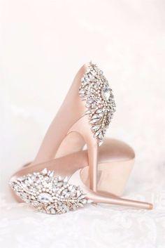 Sapatos de noiva - cor rosa chá e detalhe em pedrarias