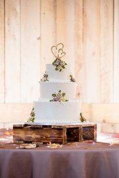 A stunning white wedding cake, decorated with fondant roses and delicate fondant details. Tipi Wedding, Rose Wedding, Floral Wedding, Wedding Events, Rustic Wedding, Wedding Receptions, Candy Wedding Favors, Wedding Cake Decorations, Fondant Wedding Cakes