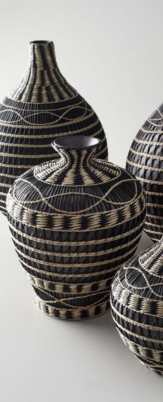 Using Art and Crafts in African Decor Pine Needle Baskets, African Home Decor, Weaving Art, Basket Decoration, Rustic Interiors, Basket Weaving, Willow Weaving, Wicker Baskets, Decorative Accessories