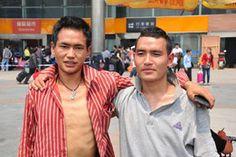 chinesische Wanderarbeiter am Bahnhof von Chengdu, Sichuan Chengdu, Style, Fashion, Migrant Worker, Worker Bee, Moda, La Mode, Fasion, Fashion Models