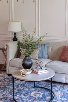 The Basics of Coffee Table Styling - Shades of Blue Interiors Coffee Table Centerpieces, Decorating Coffee Tables, Table Decorations, Living Room Candles, Living Room Decor, Blue Interiors, Coffee Table Styling, Round Coffee Table, Small Tables