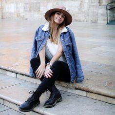Anetless: Zápisky z Erasmu: Zkoušky, stěhování a první plážové dny Agatha Christie, Valencia, Vest, Denim, Jackets, Fashion, Down Jackets, Moda, Fashion Styles