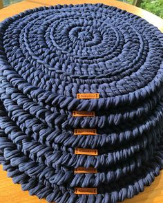 90 sousplats de crochê para a sua mesa e modelos com passo a passo Crochet Diy, Love Crochet, Crochet Doilies, Crochet Decoration, Crochet Home Decor, Crochet Rug Patterns, Crochet Kitchen, Crochet Projects, Coasters