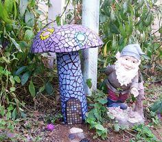 super cute! gnome & garden with mosaic mushroom