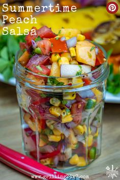 When peaches are in season you need to take full advantage and make this amazing Fresh Peach Salsa. Fresh Guacamole, Fresh Salsa, Mexican Food Recipes, Healthy Recipes, Ethnic Recipes, Spicy Recipes, Delicious Recipes, Appetizer Recipes, Appetizers
