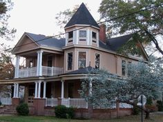 AMAZING Queen Anne Victorian in the heart of the historical district in Dawson, GA!