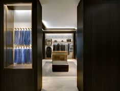 The men's high fashion Italian brand, of group Kering , has entrusted to Park Associati the implementation of the new concept for the interior design of the international boutiques of which the store in Frankfurt is currently the most extensive example of square footage in the world ( 320 sqm on two floors) .