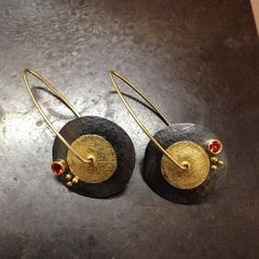 Hugo created this contemporary style of earrings, handcrafted in gold and blackened silver and highlighted with red sapphires and granulations...practical for everyday use! #ventura #ormachea #jewelry #earrings #saphhires #gold #silver