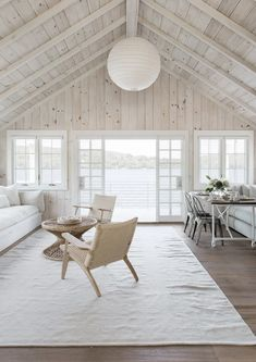 I love great rooms in houses. These are large, open concept living spaces that are on the grand side of design. This is our epic great room design collection. Chalet Modern, Modern Lake House, Modern Wood House, Wood House Design, Country Modern Home, Modern Farmhouse, Country Style, Lakefront Homes, House In The Woods