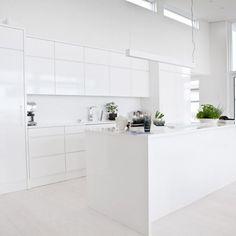 Kitchen Furniture, Furniture Design, Townhouse Interior, Minimalist Home Interior, Interior Decorating, Interior Design, White Rooms, House Decorations, Scandinavian Home