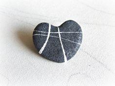 Spilla cuore di pietra  Gioiello Eco friendly di Sognoametista