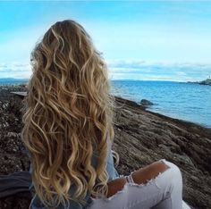 Wavy balayage hair