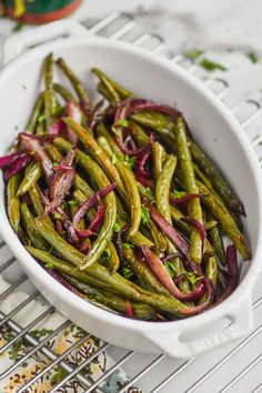 Simple Roasted Green Beans are the perfect side dish for a weeknight dinner or a holiday meal. This green bean recipe is a keeper! Oven Roasted Green Beans, Oven Roasted Asparagus, Cooking Green Beans, Roasted Vegetables, Veggies, Veggie Side Dishes, Side Dishes Easy, Side Dish Recipes, Pizza Recipes