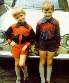 gallery - oasis pictures - gallagher family - very young noel and paul Noel Gallagher Young, Liam Gallagher Oasis, Oasis Music, Alan White, Oasis Band, Liam And Noel, Best Mate, Britpop, Wattpad