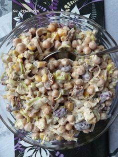 Pomysł wpadł mi do głowy spontanicznie, a efekt wyszedł smaczny 🙂 nooo ok – trochę (jak dla nas) za słony 😉 bo w rzeczywistości dodałam nie 1/3, a 1/2 kostki fety – dlatego w składnikach podaję tą… Party Salads, Appetizer Salads, Appetizer Recipes, Salad Recipes, Healthy Recipes, Slow Food, Appetisers, Thing 1, Macaroni And Cheese