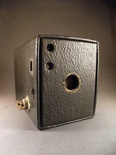 This is an antique Kodak Box Camera, very flashy! Come see the different types, colors, and models of box cameras here at the Berkshire Museum! Box Camera, Camera Gear, Old Cameras, Vintage Cameras, 8mm Film, Photo Lens, Classic Camera, Movie Camera, Vintage Guitars