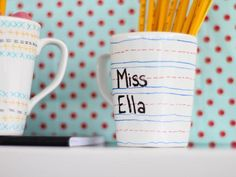 Use porcelaine paint pens to create customized mugs for teachers, parents or grandparents. After drying for 24 hours, the ink is top-shelf dishwasher safe.