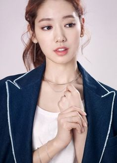 Park Shin-hye has modeled spring-summer accessories for French jewelry brand Agatha Paris.Wearing a denim jacket over a white t-shirt, the actress shows off silver jewelry with refined desig. Park Shin Hye, Korean Actresses, Korean Actors, The Heirs, Korean Beauty, Asian Beauty, Asian Woman, Asian Girl, Korean Celebrities