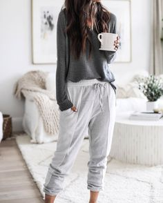 The Effective Pictures We Offer You About lazy outfits with boyfriend A quality picture can tell you Lazy Day Outfits, Cute Comfy Outfits, Casual Outfits, Fashion Outfits, Cute Lounge Outfits, Comfy Clothes, Movie Night Outfits, Winter Outfits, Yoga Outfits
