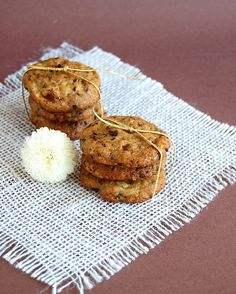 Nibby nut and raisin cookies / Cookies de semente de cacau e passas by Patricia Scarpin, via Flickr