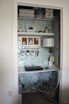 Closet Office Nook... How fabulous is this???!!! This is probably the best organizing website ever!!!!!!!!!!!!! :-)